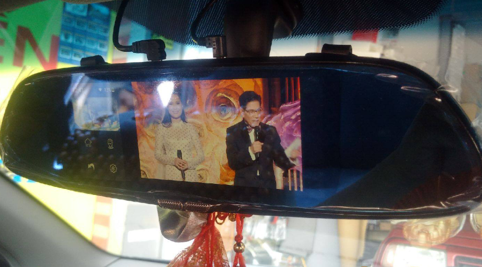 Camera Hành Trình Gương tích hợp dẫn đường GPS Lx55s có tính năng giải trí cao