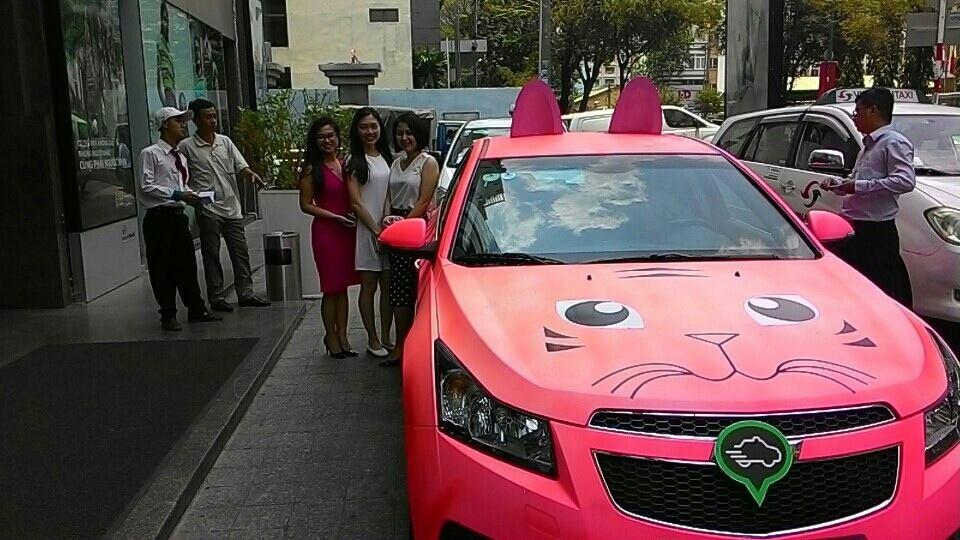 Một trong những chiếc xe sang nổi bật của grab taxi