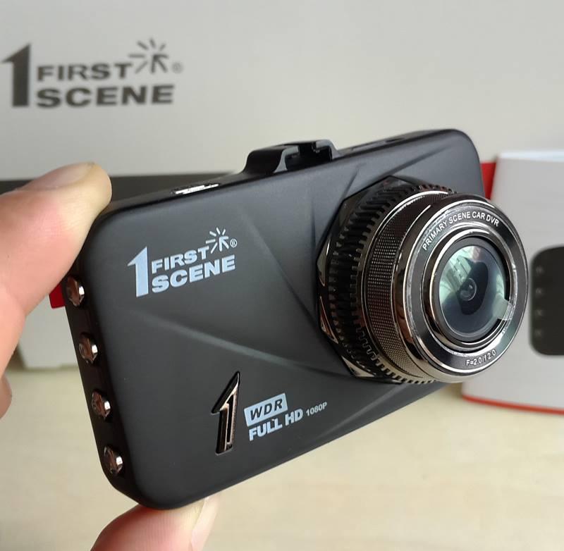 cận cảnh mặt trước của camera hành trình xe FIRST SCENE D168