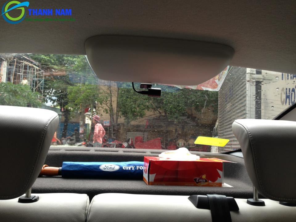 Cận cảnh mắt camera sau của camera hành trình xe hp f890g