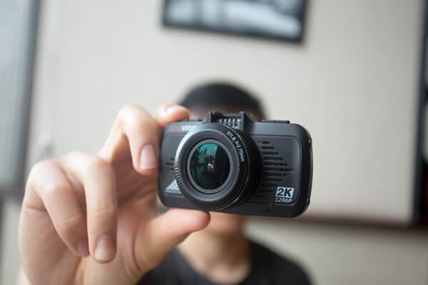 kích thước siêu nhỏ gọn của camera hành trình s8