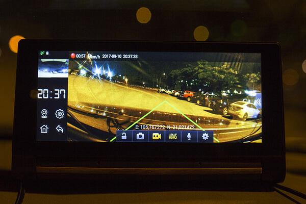 webvision-canh-bao-giu-khoang-cach (1)