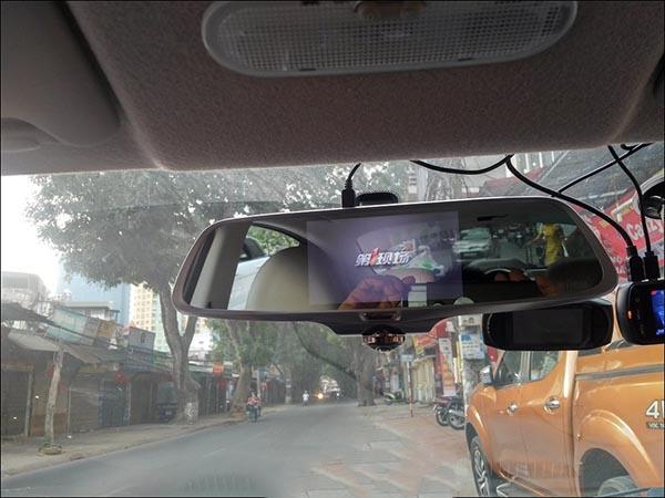 camera-hanh-trinh-guong-360-firstscene-x66-kiem-cam-lui-70