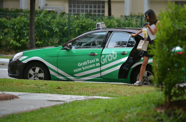 chạy xe grab luôn là một trong những công việc đem lại thu nhập hấp dẫn cho người dân thủ đô