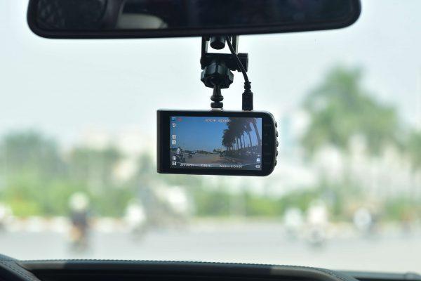 hình ảnh thực tế khi lắp đặt camera hành trình thông minh webvision s5