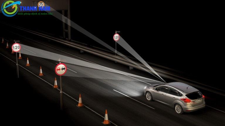 camera hành trình đọc biển báo giao thông
