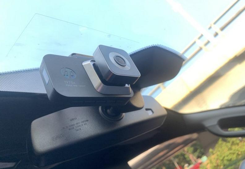 lái xe an toàn hơn với camera hành trình ô tô hp f975x