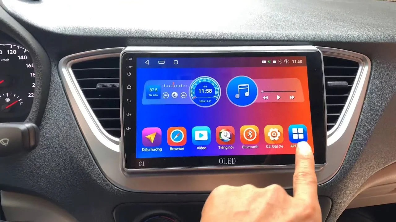 lắp đặt màn hình dvd hiện đại cho xe hơi